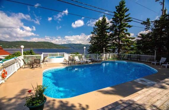 9-chalets-sur-fjord-piscine