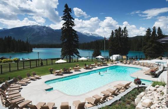 9-fairmont-jasper-park-lodge-pool