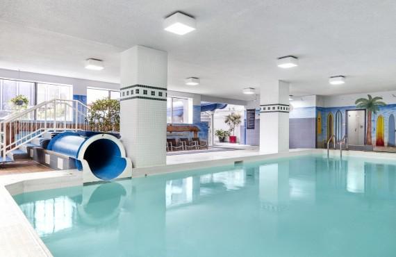 9-hotel-chelsea-toronto-pool