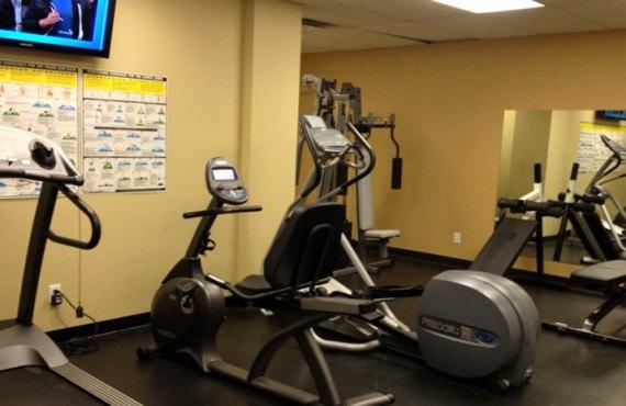 9-hotel-hillcrest-revelstoke-gym