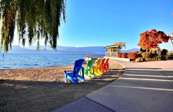 9-manteo-resort-spa-kelowna-plage