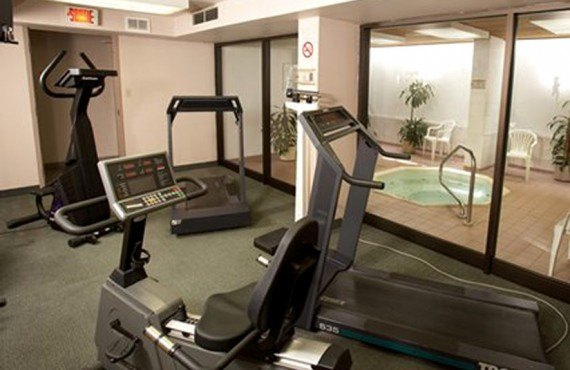 Quality Inn & Suites Aeroport - Gym