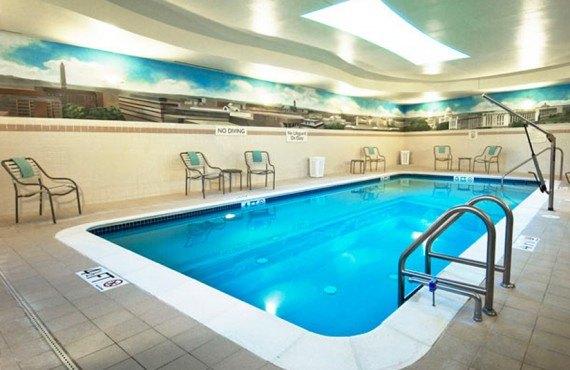 9-residence-inn-capitol-wash-pool