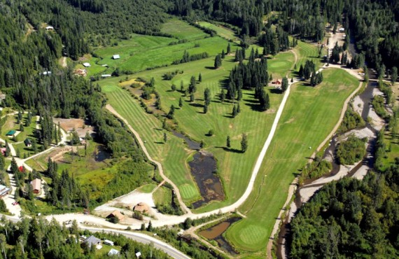 Vue aérienne du Wells Gray Golf RV park