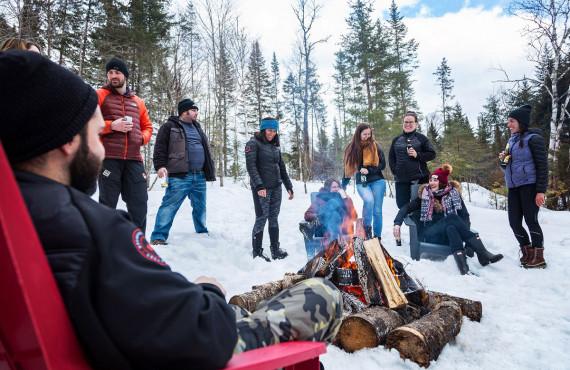 Feu de camp sur neige