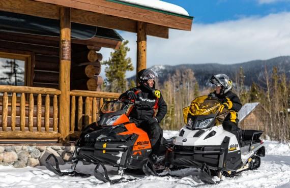 Cabane au Canada - excursion en motoneige