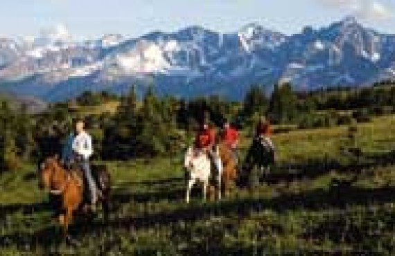 Ashcroft-equitation-dans-les-cariboos.jpg