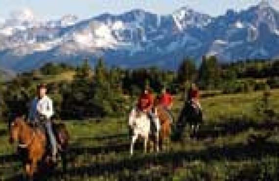 Ashcroft-equitation-dans-les-cariboos_1.jpg