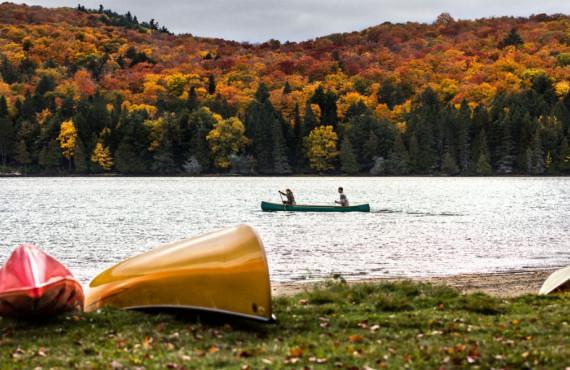 Canot en automne au Québec