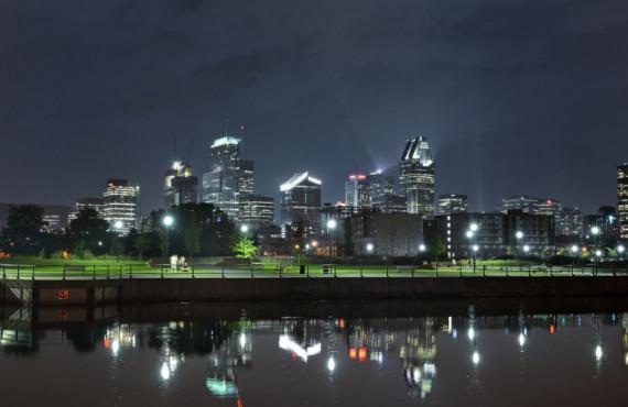 Vue sur le Canal Lachine en soirée