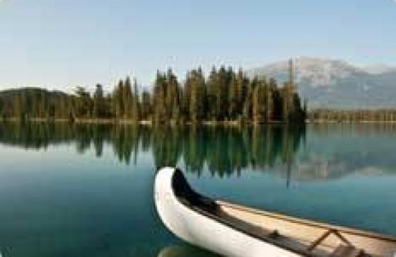 Canot dans les Rocheuses Canadiennes