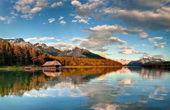Maligne Lake bot rental