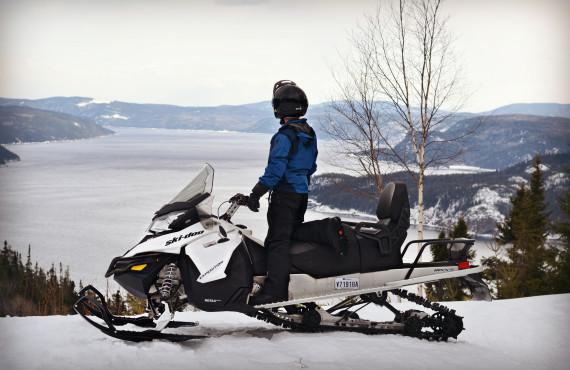 Vue sur le Fjord à motoneige