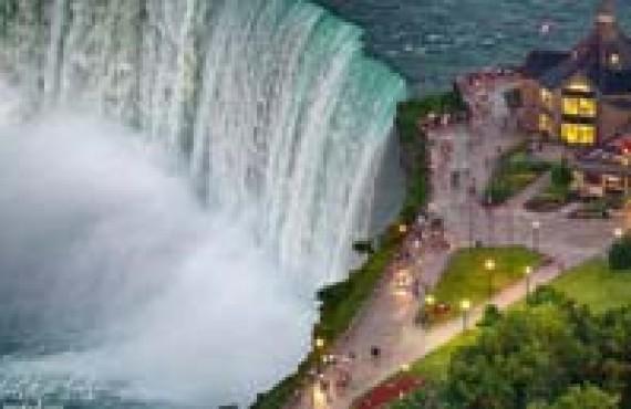 Promenade de Rainbow Bridge à Table Rock, Niagara Falls