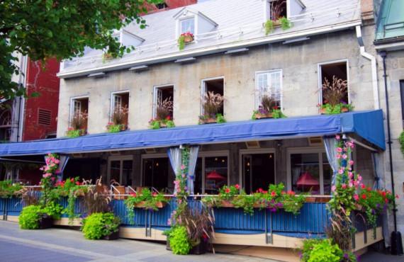 Restaurant à la Place Jacques-Cartier