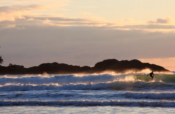 Surf à la plage de Tofino