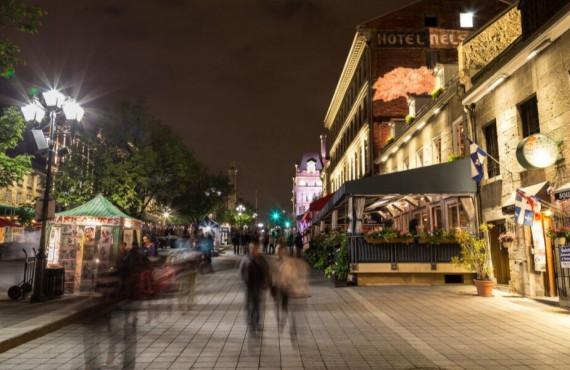 Place Jacques-Cartier en soirée à Montréal