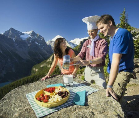 Hike and gourmet picnic in Lake Louise