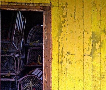 Cages à homard dans une remise