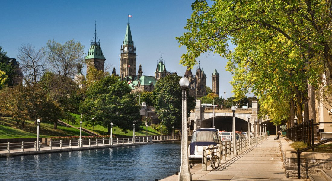 Croisière sur le canal rideau et vue sur le parlement