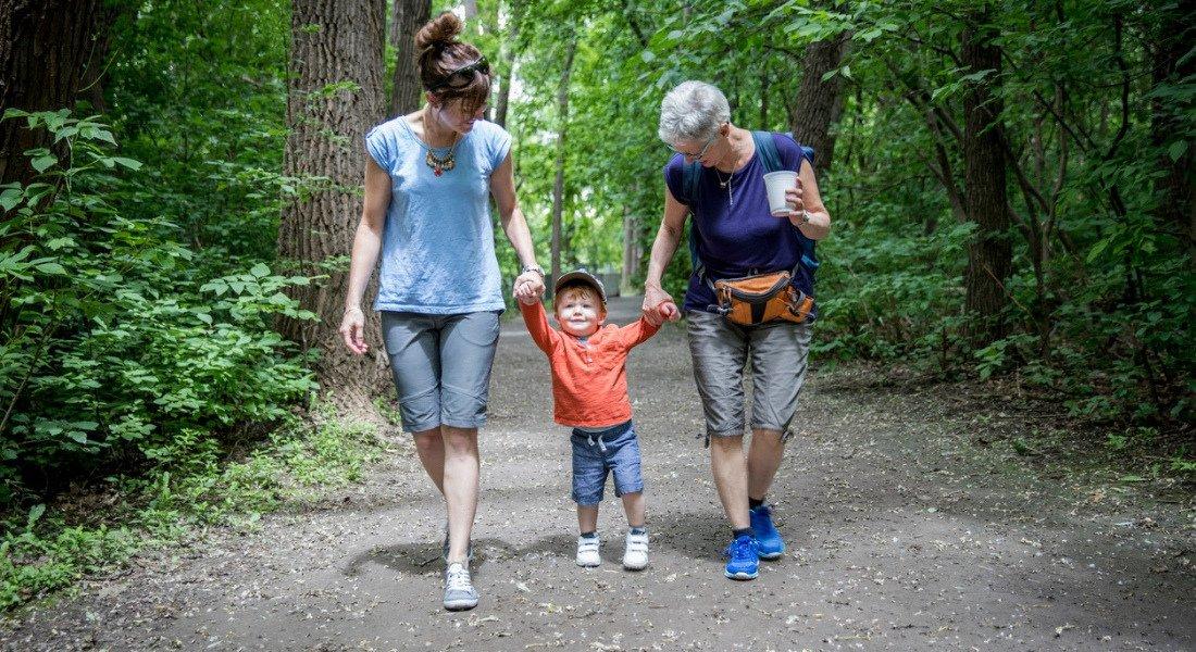 Randonnée en famille sur le sentier Les Cascades au parc national de la Jacques-Cartier