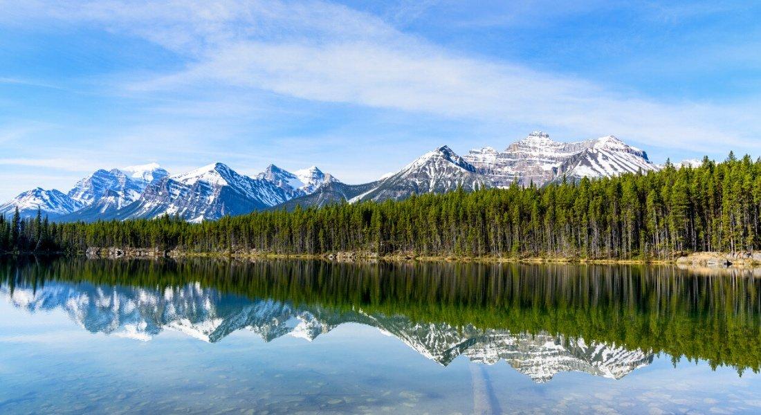Refléction des montagnes sur le lac Hébert