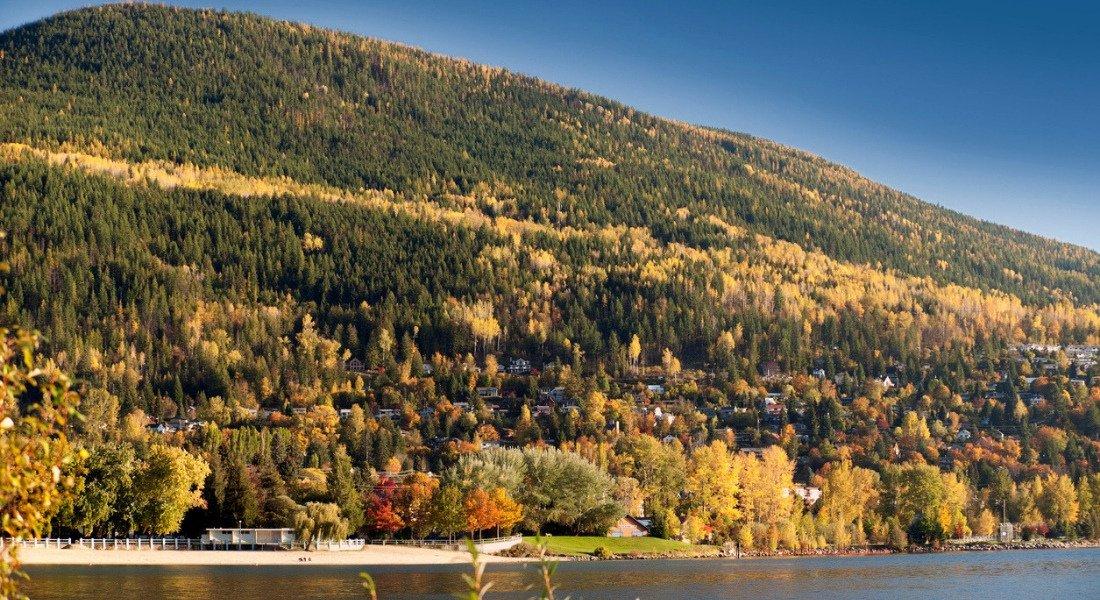 Village de Nelson au Canada à l'automne