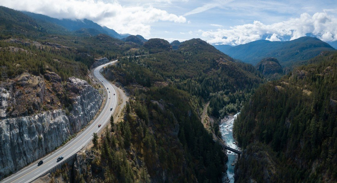 Vue aérienne de la Sea to Sky Highway au Canada