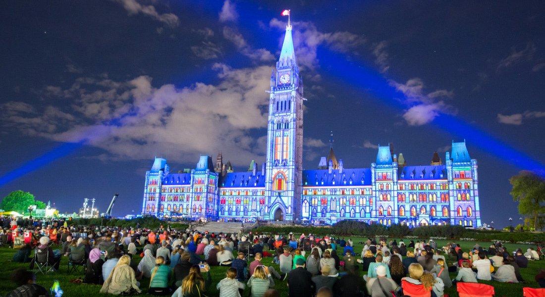 Spectacle son et lumière au Parlement d'Ottawa