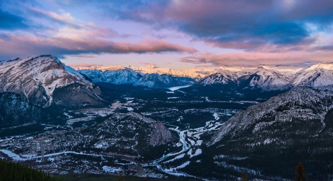 Survol en hélicoptère dans les Rocheuses canadiennes