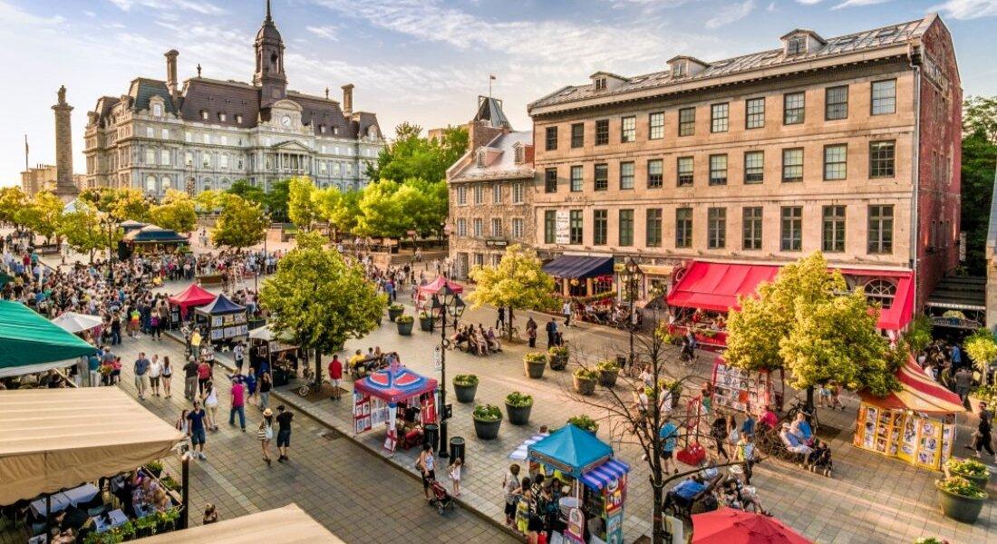 Place Jacques-Cartier animée en été