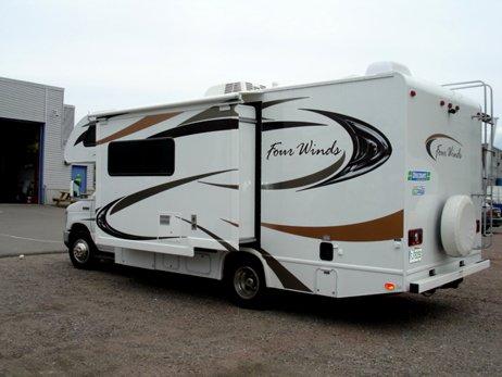 location d 39 un camping car c25 d au canada avec discount vr. Black Bedroom Furniture Sets. Home Design Ideas