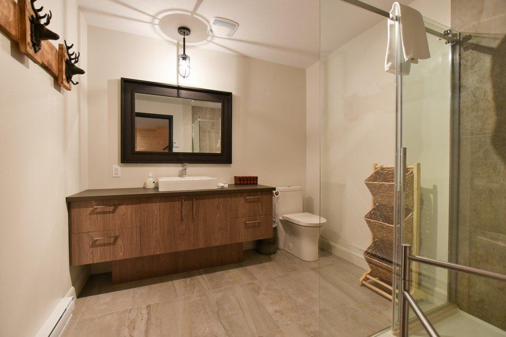 Chalet en bois rond Le Panache - Salle de bain-1