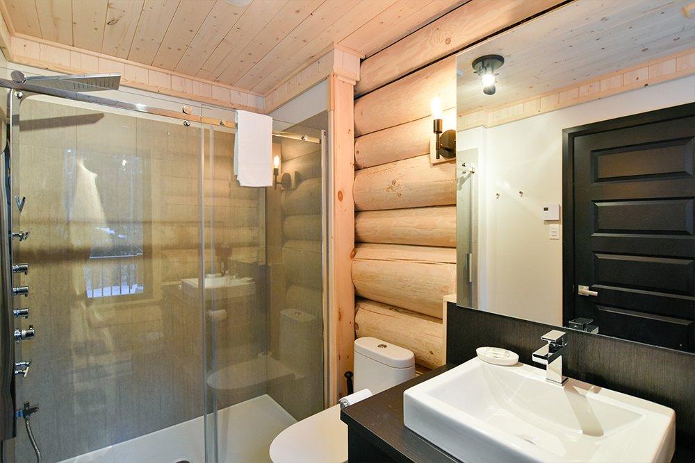 Chalet en bois rond Le Panache - Salle de bain-3