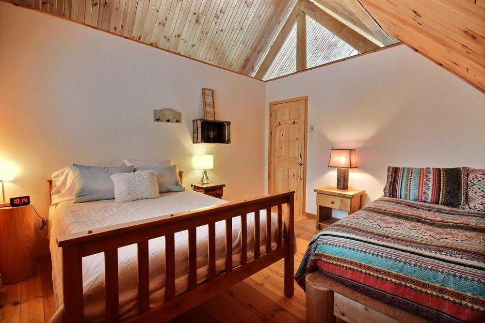 Chalet en bois rond Le Pinecone - Grande chambre avec 2 lits