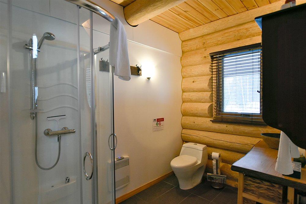 Chalet en bois rond Le Pinecone - Petite salle de bain