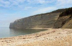 La baie de la Tour et sa plage de galets