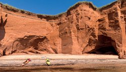 Kayak près des falaises