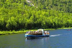Boat cruise on the Malbaie River
