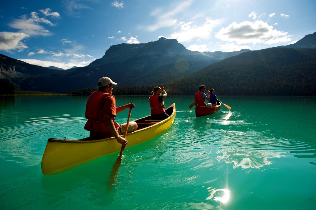 Canoë sur le Emerald Lake