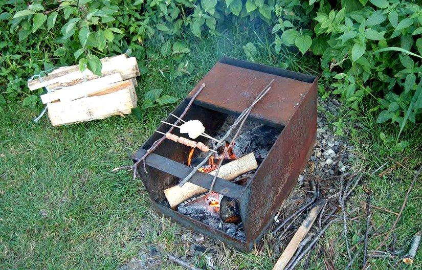 Préparation d'un repas en camping