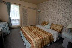 Chambre lit Queen-Auberge du Jardin