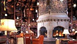 Chateau Montebello - Foyer de pierre