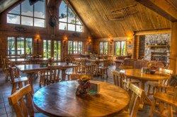 Salle à manger de l'Auberge du lac Taureau