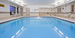 Holiday Inn Express Middletown - Piscine intérieure