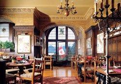 Fairmont Banff Springs Hotel - Grapes Wine Bar & Bistro