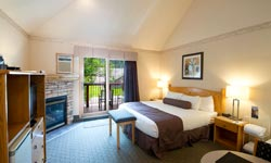 Waterton Glacier Suites - Suite Romantique