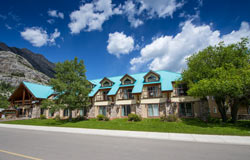 Waterton Glacier Suites - Waterton, AB