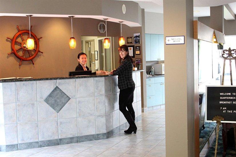 Quaterdeck Inn - Lobby
