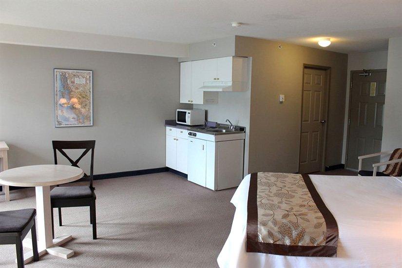 Quaterdeck Inn - Suite